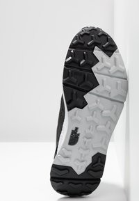The North Face - MEN'S ROVERETO - Trail running shoes - black/white - 4