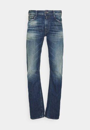 ROCCO AGED - Straight leg jeans - blue denim