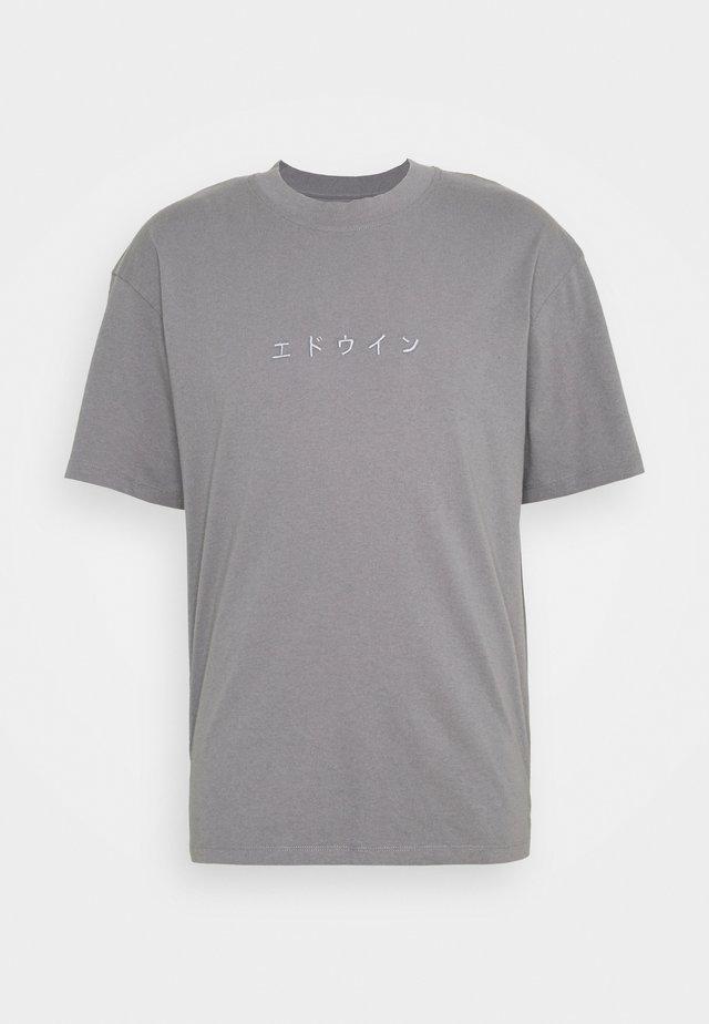 KATAKANA EMBROIDERY UNISEX  - T-paita - grey