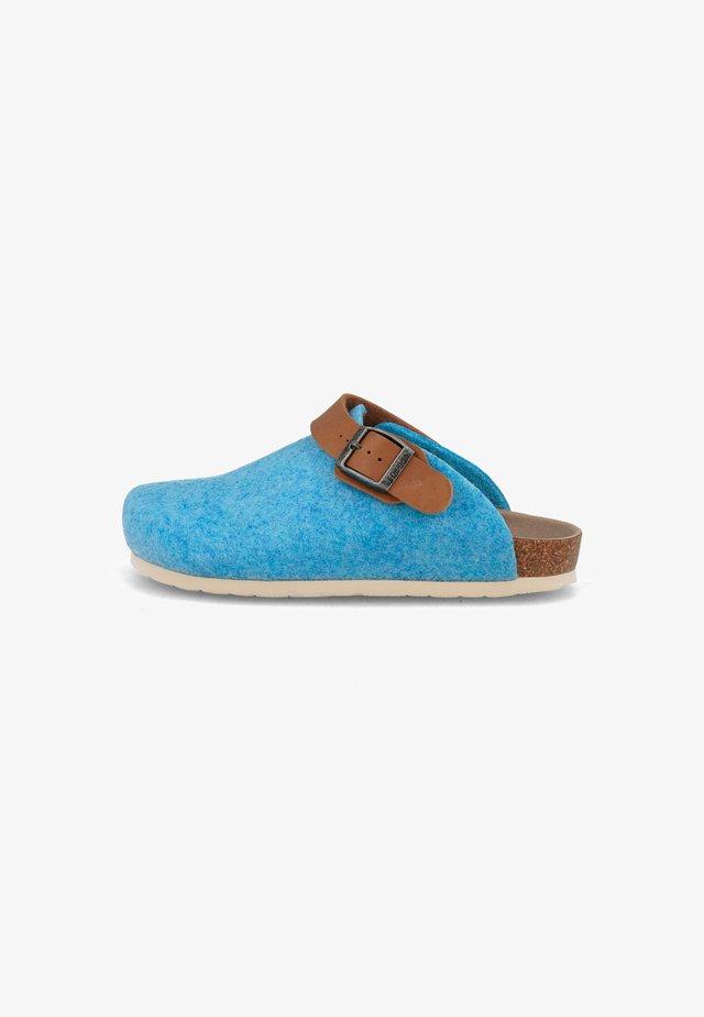 SHETLAND PET - Slippers - hellblau