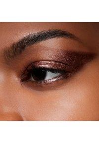MAC - DAZZLESHADOW LIQUID - Eye shadow - rayon rays - 2