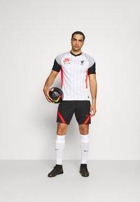 Nike Performance - LIVERPOOL FC - Klubbkläder - white/laser crimson/wolf grey/black - 1