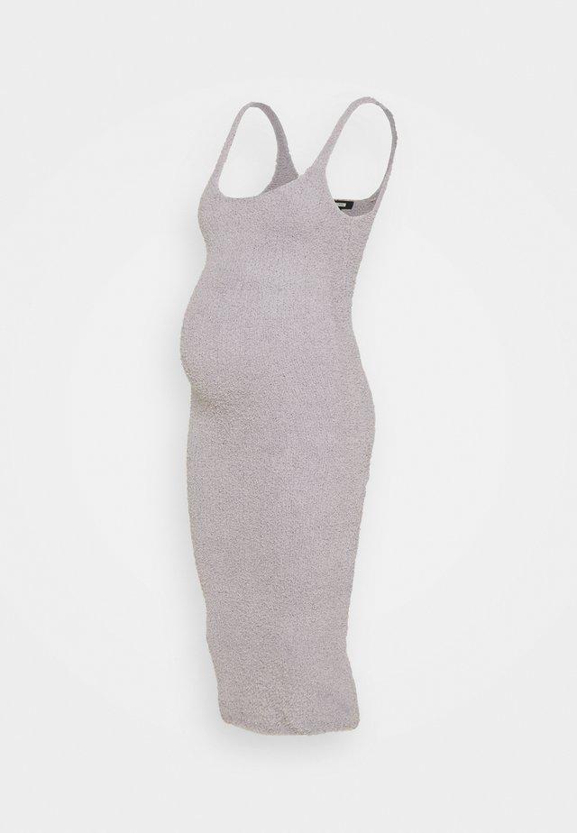 MATERNITY POPCORN MIDAXI DRESS - Pouzdrové šaty - grey