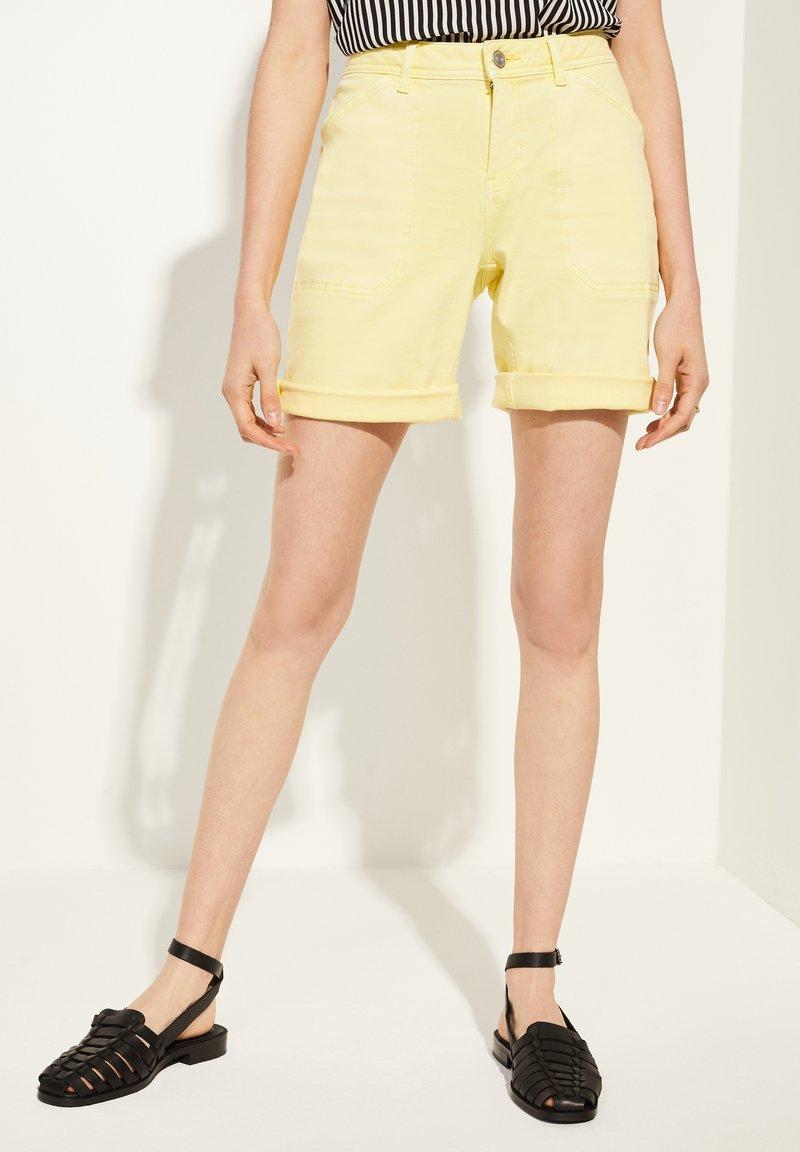 comma casual identity - Denim shorts - yellow