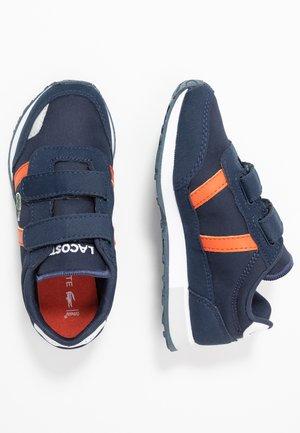 PARTNER - Sneakers laag - navy/organge