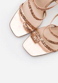 BEBO - MINTY - Sandały na obcasie - rose gold glitter - 5