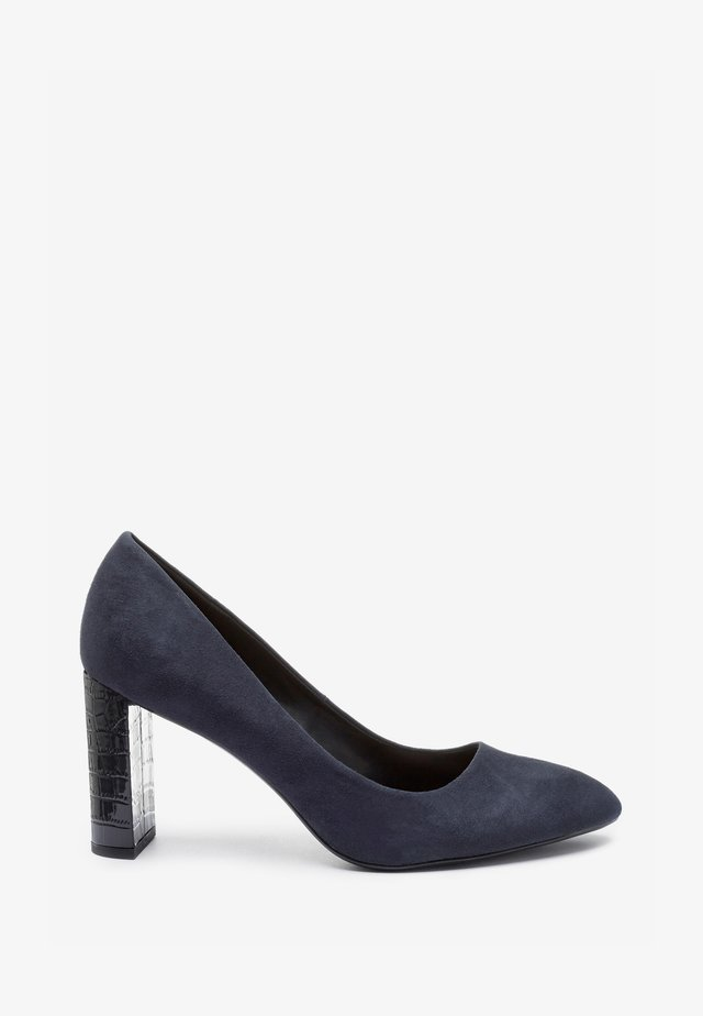 ALMOND TOE HALF MOON HEEL COURT - Classic heels - blue