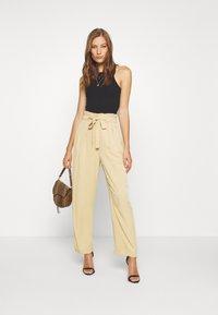 Moss Copenhagen - LIELLE PANTS - Trousers - croissant - 1