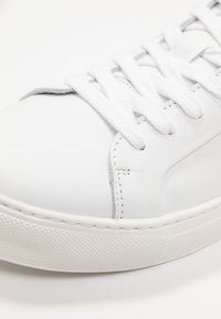 Selected Femme - SLFDONNA TRAINER  - Trainers - white