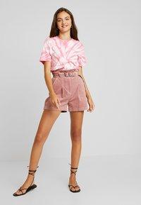 Lost Ink - PAPERBAG WITH BELT - Shorts - light pink - 1