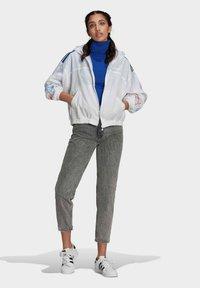 adidas Originals - ADICOLOR TRICOLOR  - Windbreaker - white - 1