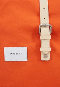 Sandqvist - DANTE - Rucksack - poppy red - 8