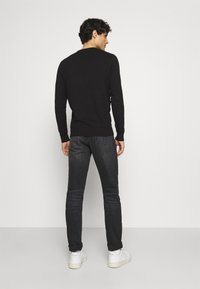Lyle & Scott - Crew Neck Jumper - Jumper - jet black - 2