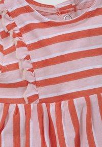 TOM TAILOR - TOM TAILOR KLEIDER & JUMPSUITS GESTREIFTES KLEID MIT RÜSCHEN - Day dress - printed stripe|multicolored - 2