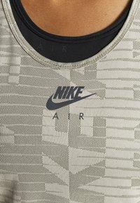 Nike Performance - AIR TANK - Sportshirt - light army/stone/black - 4