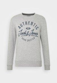 Jack & Jones - JJHERO CREW NECK - Bluza - light grey melange - 5