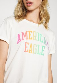 American Eagle - BRANDED ROLLED SLEEVE TEE - Print T-shirt - white - 5