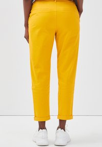 Cache Cache - Chinos - yellow - 2