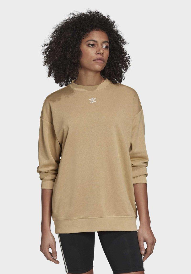 adidas Originals - TREFOIL ESSENTIALS SWEATSHIRT - Sweatshirt - beige