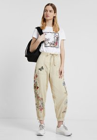 Desigual - PANT_DAVINIA - Pantalon de survêtement - brown - 1