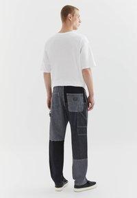 PULL&BEAR - MIT COLOUR-BLOCK - Straight leg -farkut - light grey - 2