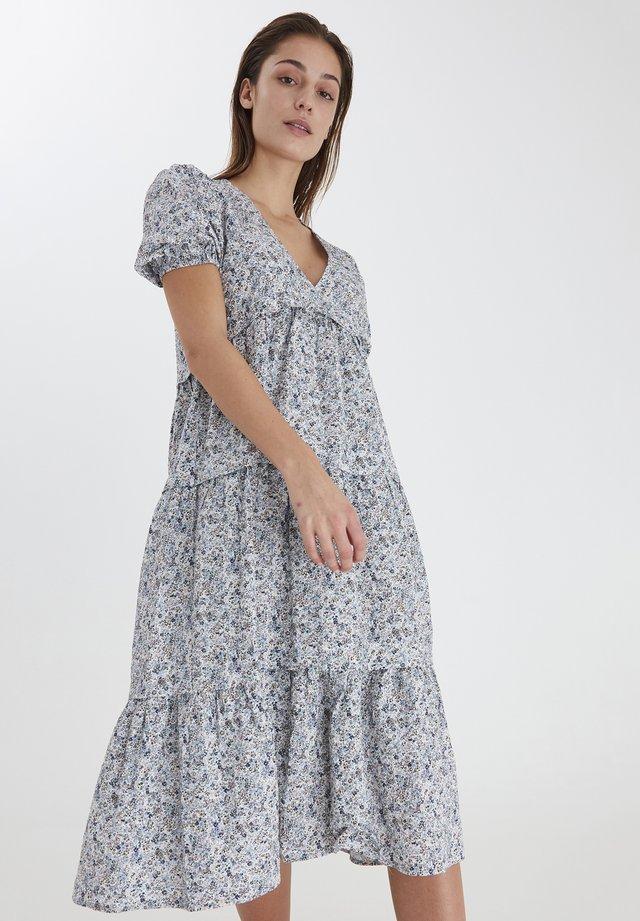 Vapaa-ajan mekko - cashmere blue multi color