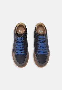 Shoo Pom - PLAY CONNECT - Stringate sportive - dark blue/navy/miel - 3
