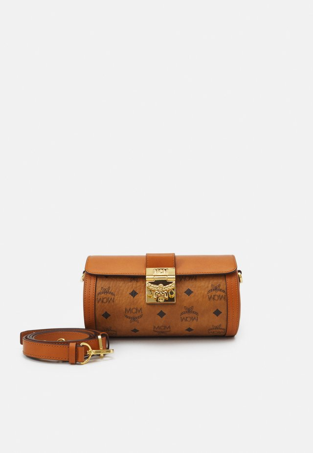 TRACY VISETOS CROSSBODY SMALL - Sac bandoulière - cognac