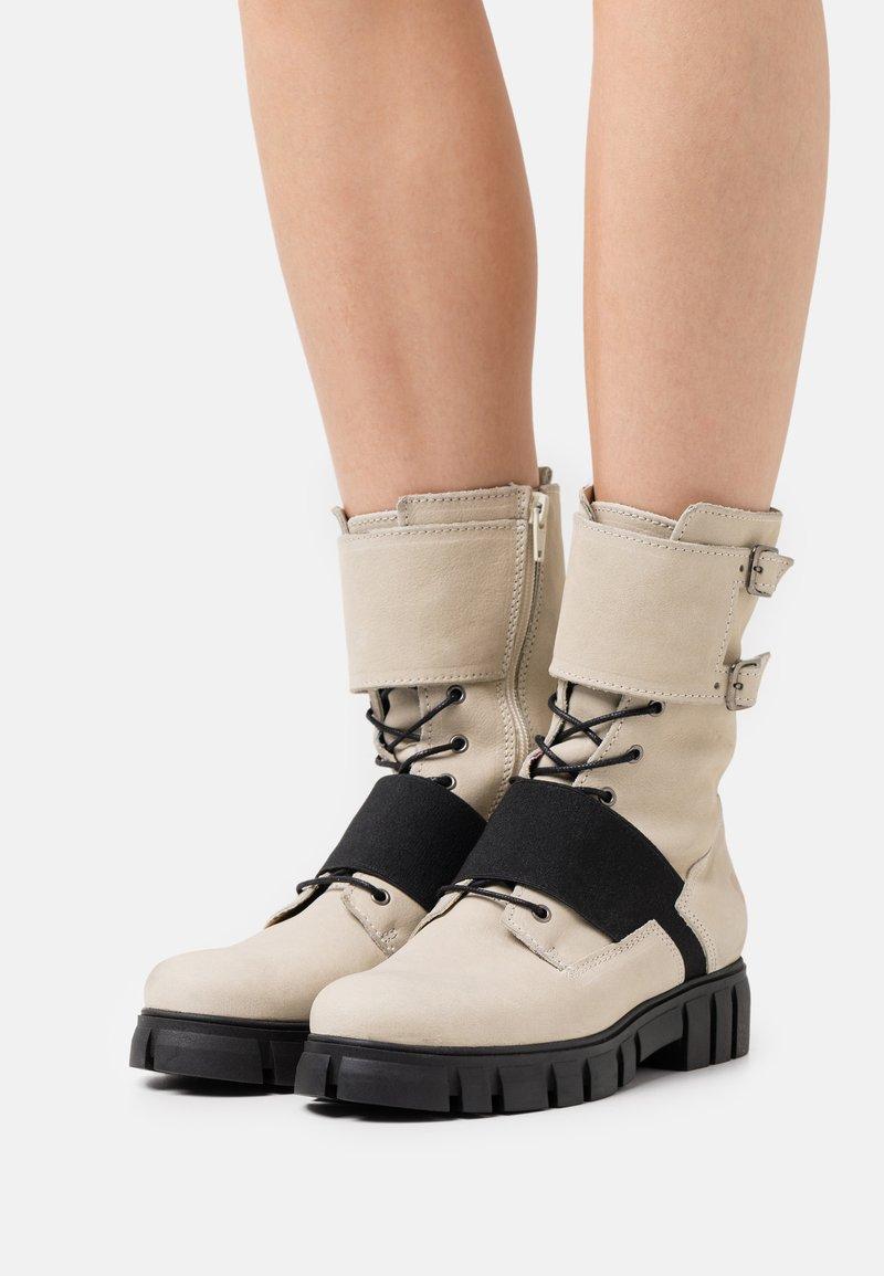 Felmini - SAURA - Šněrovací kotníkové boty - morat/off white/black