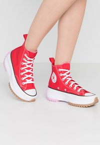 Converse - RUN STAR HIKE - Baskets montantes - university red/peony pink/white - 0