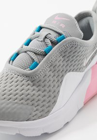 Nike Sportswear - AIR MAX MOTION 2  - Sneaker low - light smoke grey/metallic silver/pink/laser blue - 2