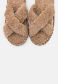 South Beach - Domácí obuv - mocha - 5