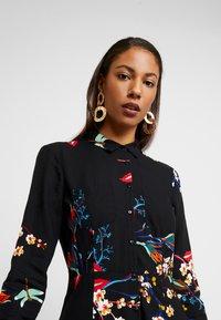 Mavi - PRINTED DRESS - Skjortekjole - black - 4