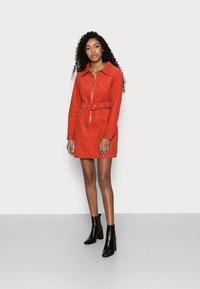 Glamorous Petite - LADIES DRESS - Košilové šaty - burnt orange - 1