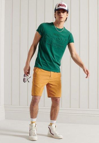 VINTAGE LOGO EMBOSSED - T-shirt print - forest green marl