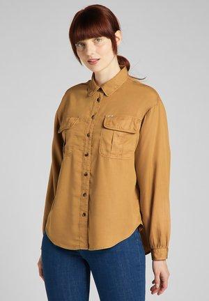 BOX PLEAT SHIRT - Button-down blouse - tobacco brown