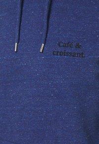 Les Petits Basics - HOODIE CAFÉ & CROISSANT UNISEX - Sweatshirt - mid heather blue - 2