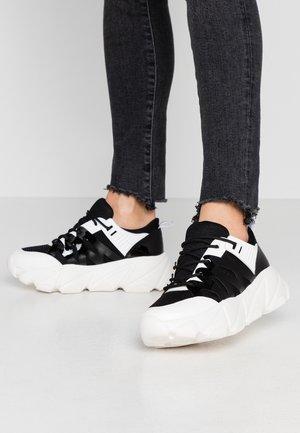 Trainers - black/white