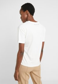 BLANCHE - MAIN TUCK - Print T-shirt - ecru - 2