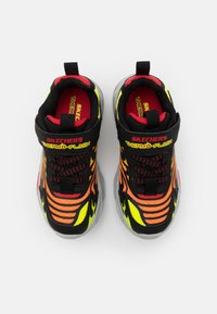 Skechers - THERMO FLASH - Trainers - black/red - 3