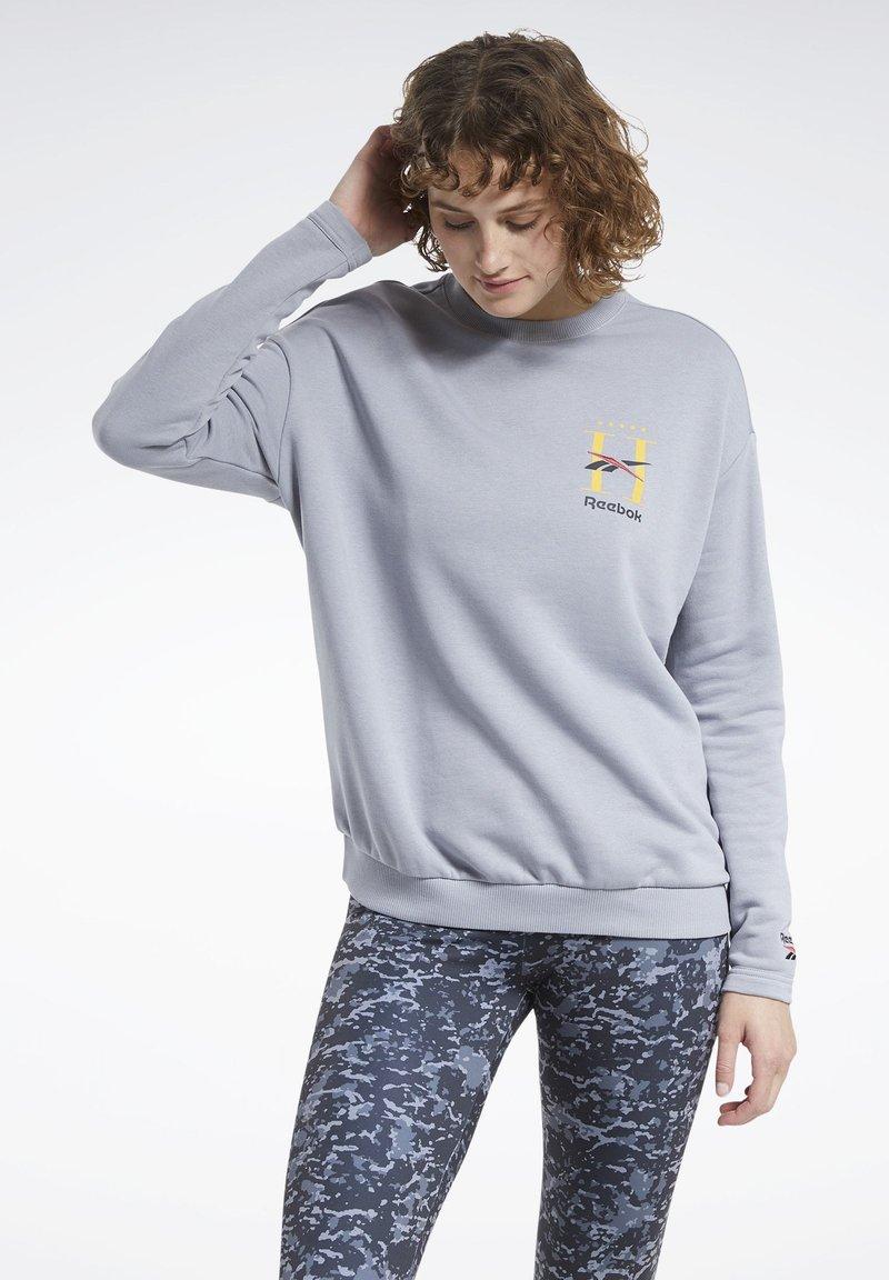Reebok Classic - CLASSICS HOTEL CREW SWEATSHIRT - Sweatshirt - grey