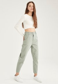 DeFacto - Relaxed fit jeans - green - 1