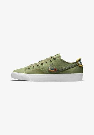 BLZR COURT DVDL - Sneakersy niskie - dusty olive/light bone/navy/medium olive