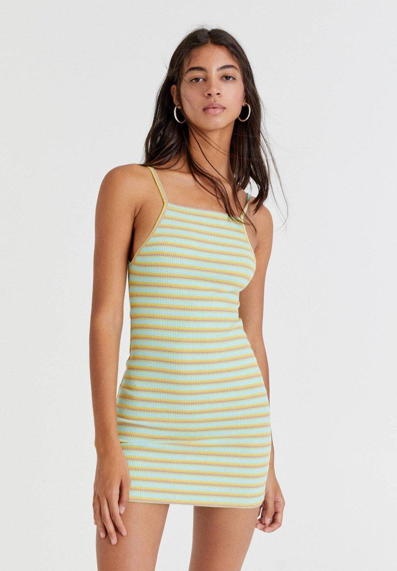PULL&BEAR - Pletené šaty - green