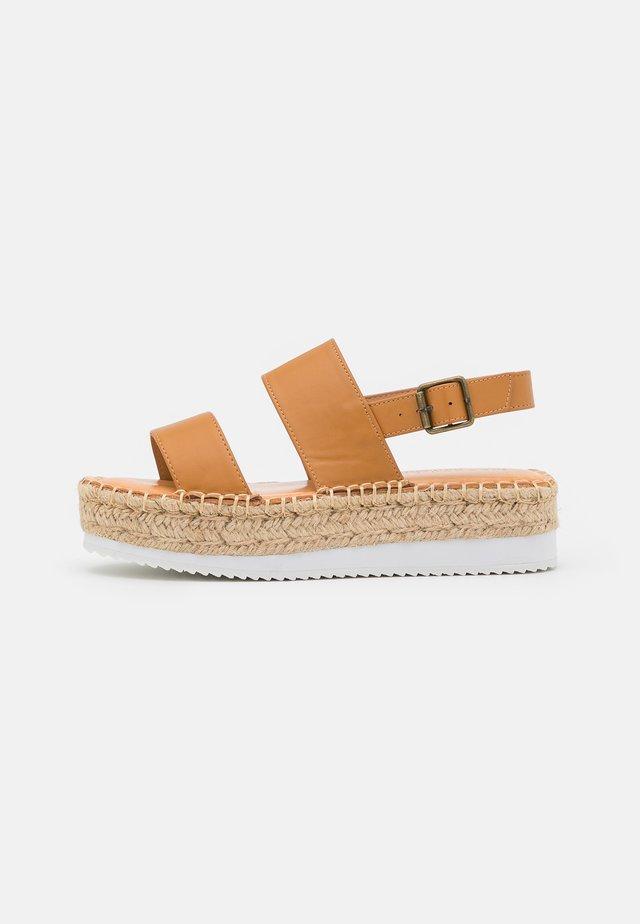 BOARDWALK - Korkeakorkoiset sandaalit - tan paris