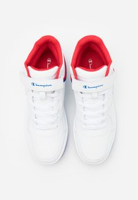 Champion - MID CUT SHOE REBOUND VINTAGE - Obuwie do koszykówki - white/royal blue/red - 5