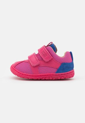 NEVIO BAREFOOT - Touch-strap shoes - rosa