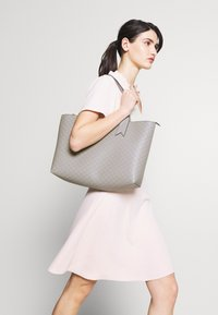 Emporio Armani - SOFT LOGO SHOPPER - Tote bag - grigio/blue - 1