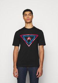 MOSCHINO - T-shirts med print - fantasy black - 0