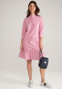JOOP! - Shirt dress - pink/weiß - 1